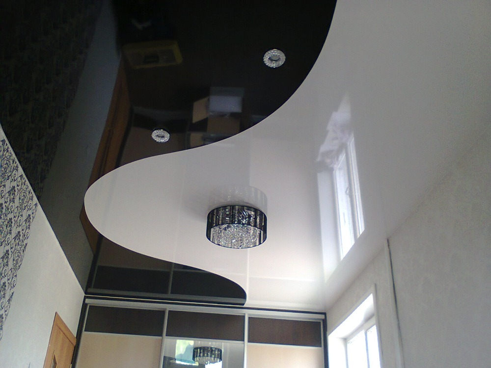 натяжной потолок примыкание потолка к шкафу купе комбинация цветов