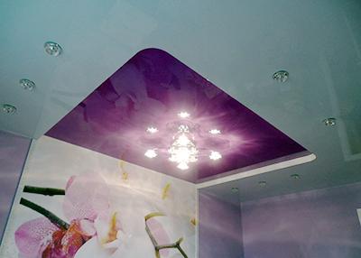 многоуровневы натяжной потолок глянцевый