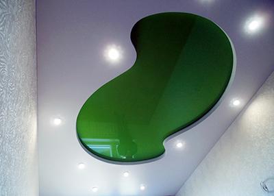 многоуровневы натяжной потолок зеленый