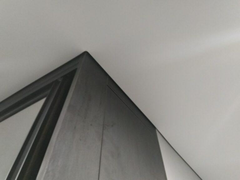 Порящий натяжной потолок в минске